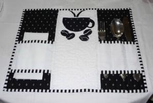 Fekete-fehér tányéralátét